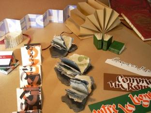 en vente sur les salons : marque-pages, calligraphies, petits livres...