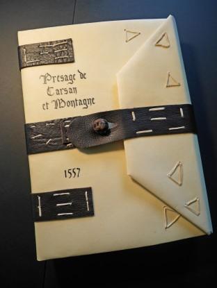 Titre en Gothique sur parchemin, registre de 1557