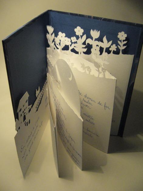 Création livre unique : poème calligraphié, découpage